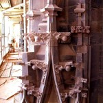 Aufwändig ausgearbeitete Zierkrabben am Turmoktogon